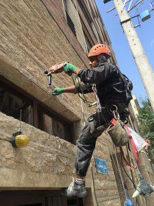 پیچ و روپلاک نمای ساختمان شرق تهران