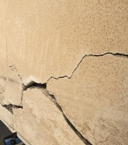 پر کردن ترک های سیمانی و سنگی